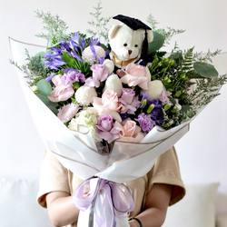 Glasshouse Florist 📱Easy order: +62821-8183-1182 (WA) 🌎 Online catalogue: https://glasshouseflorist.com ✉️ Email enquiries: info@glasshouseflorist.com 🔗 For easy links, please see our Bio!  #bouquet #graduation #florist #jakarta #flowers #congratulations
