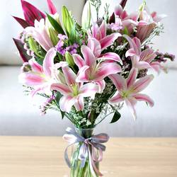Glasshouse Florist 📱Easy order: +62821-8183-1182 (WA) 🌎 Online catalogue: https://glasshouseflorist.com ✉️ Email enquiries: info@glasshouseflorist.com 🔗 For easy links, please see our Bio!  #vasearrangement #florist #jakarta #flowers #lily