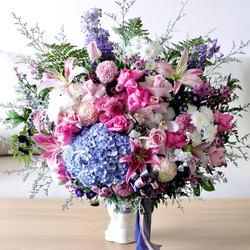 Glasshouse Florist 📱Easy order: +62821-8183-1182 (WA) 🌎 Online catalogue: https://glasshouseflorist.com ✉️ Email enquiries: info@glasshouseflorist.com 🔗 For easy links, please see our Bio!  #vasearrangement #florist #jakarta #flowers #hydrangea