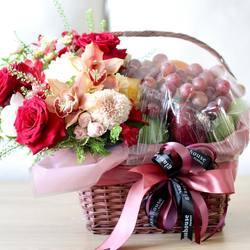 Glasshouse Florist 📱Easy order: +62821-8183-1182 (WA) 🌎 Online catalogue: https://glasshouseflorist.com ✉️ Email enquiries: info@glasshouseflorist.com 🔗 For easy links, please see our Bio!  #hamper #fruits #basket #florist #jakarta #flowers